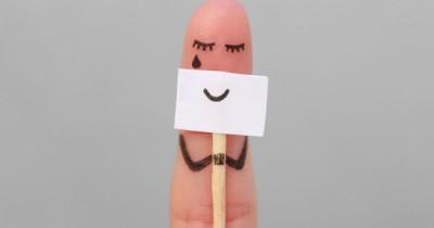 Terlihat Baik-Baik Saja, 6 Tanda Smiling Depression Remaja