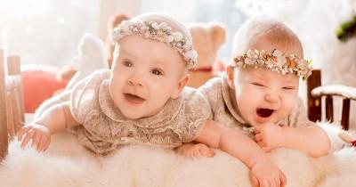 Apakah Bayi Kembar Harus Tidur Kamar Sama