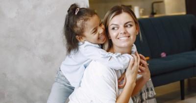 10 Pelajaran Hidup yang Perlu Mama Ajarkan pada Anak Perempuan