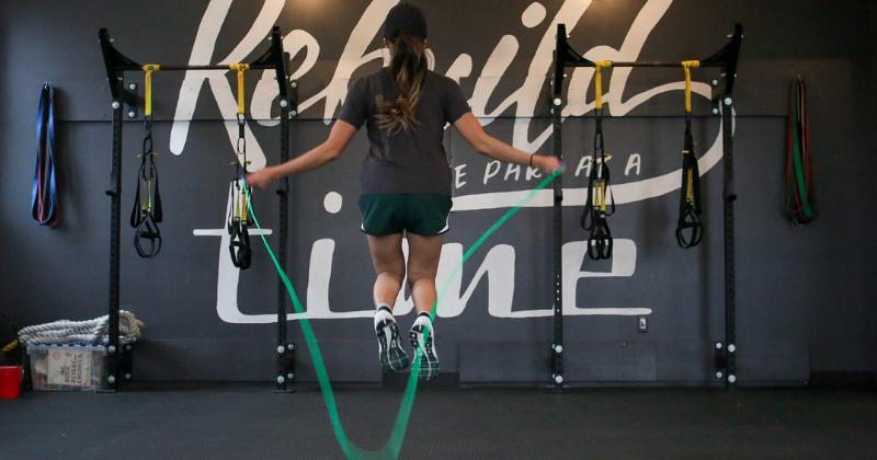 2. Lompat tali