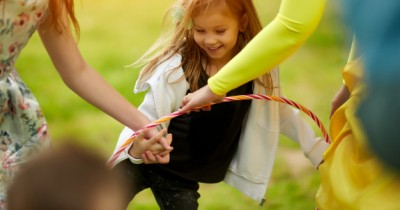 7 Inspirasi Permainan Anak Menggunakan Hula Hoop