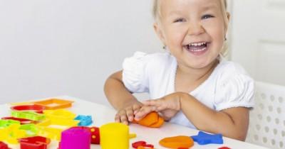 7 Kegiatan untuk Menstimulasi Motorik Halus Anak Balita