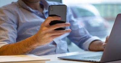 5 Tanda Pasanganmu Selingkuh secara Virtual, Awas Bisa Bahaya!