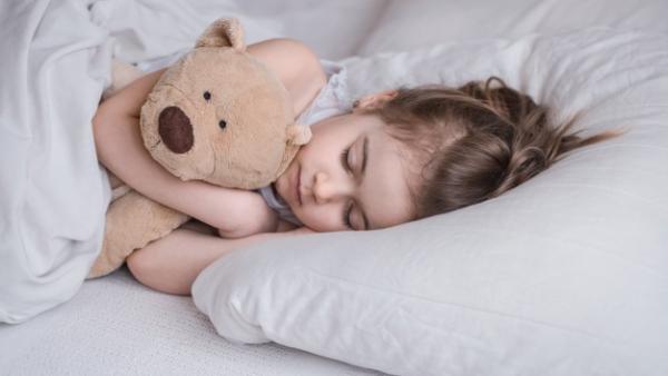 7 Arti Mimpi Pisah dengan Anak, Sampai Menangis | Popmama.com