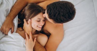 5 Manfaat Tidur Telanjang untuk Meningkatkan Keintiman Suami Istri