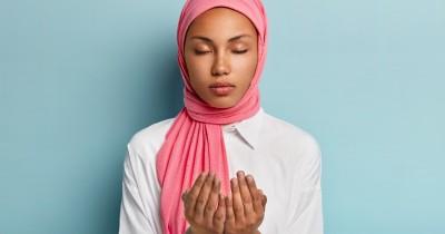 5 Doa Meluluhkan Hati Seseorang Lengkap Terjemahan Artinya