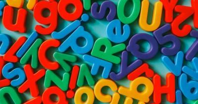 7 Cara Kreatif Mengajarkan Huruf Alfabet Balita