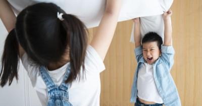 5 Cara Tepat Mengatasi Kakak Adik Bertengkar Akibat Cemburu