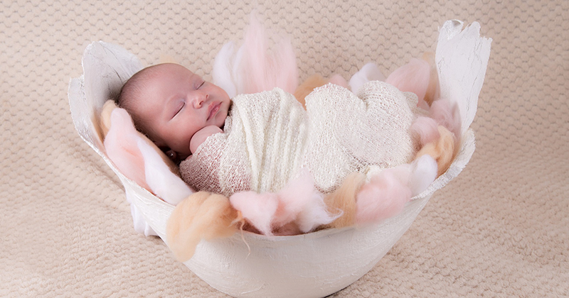 4. Menghangatkan bayi
