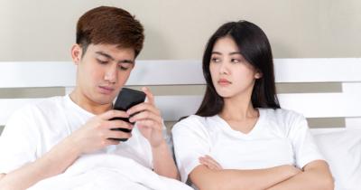 "6 Cara Mengatasi Pasangan Cuek Selalu Bilang ""Terserah"""