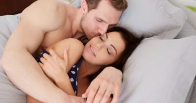 5 Alasan Posisi Tidur Spooning Bersama Pasangan Bisa Menyehatkan
