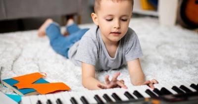 9 Alat Musik Terbaik Dipelajari Anak Sejak Usia Muda
