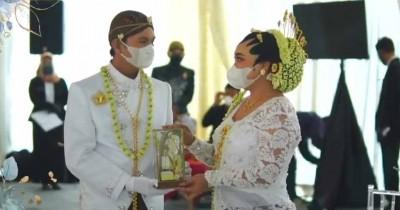 Mumuk Gomez Resmi Menikah Pengusaha Eno Retra