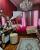 5. Kamar tidur Mama Amy tampilan serba warna pink