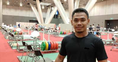 Berprestasi, 7 Potret Atlet Angkat Besi, Eko Yuli Irawan Keluarga