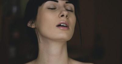 7 Cara Membuat Perempuan Mencapai Puncak Orgasme a la Dokter Boyke