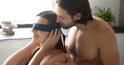 5 Tips Melakukan Seks Tutup Mata agar Lebih Bergairah Kamar Tidur