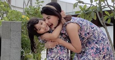 9 Potret Kebersamaan Tania Putri Leya, Anak Pertamanya