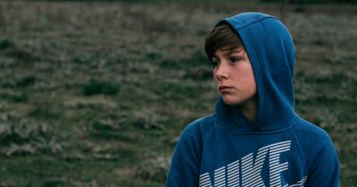 Kenali 6 Penyebab Remaja Minder Teman-Temannya