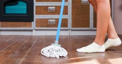 6 Cara Menghilangkan Minyak Lantai