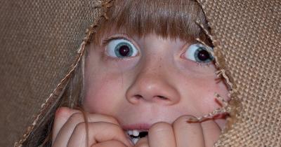 Kesalahan Pola Asuh Orangtua yang Membuat Anak Jadi Penakut