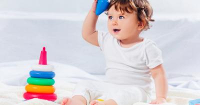 5 Stimulasi Optimalkan Kecerdasan Bayi Usia 7 Bulan