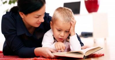 5 Cara Stimulasi Ketrampilan Pra-Membaca si Kecil