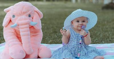 50 Ide Nama Bayi Perempuan Kristen yang Lahir di Bulan November