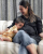 2. Aksi gemas Kiano memeluk baby bump Paula Verhoeven
