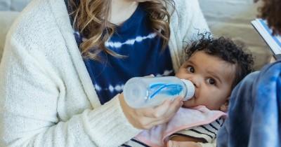 Kenali Warna dan Tekstur Feses pada Bayi Tidak Cocok Susu Formula