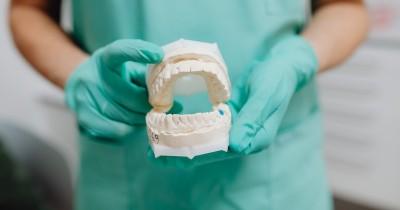 Tanda-Tanda Gigi Keropos Sering Diabaikan, Hati-Hati Bau Mulut