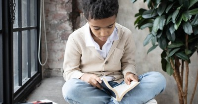 7 Manfaat Baca Novel Bagi Remaja Selain Menambah Pengetahuan